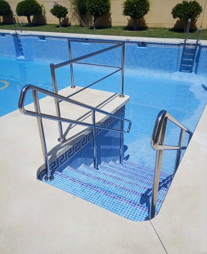 Construcción de escalera de acceso para cumplimento de normativa