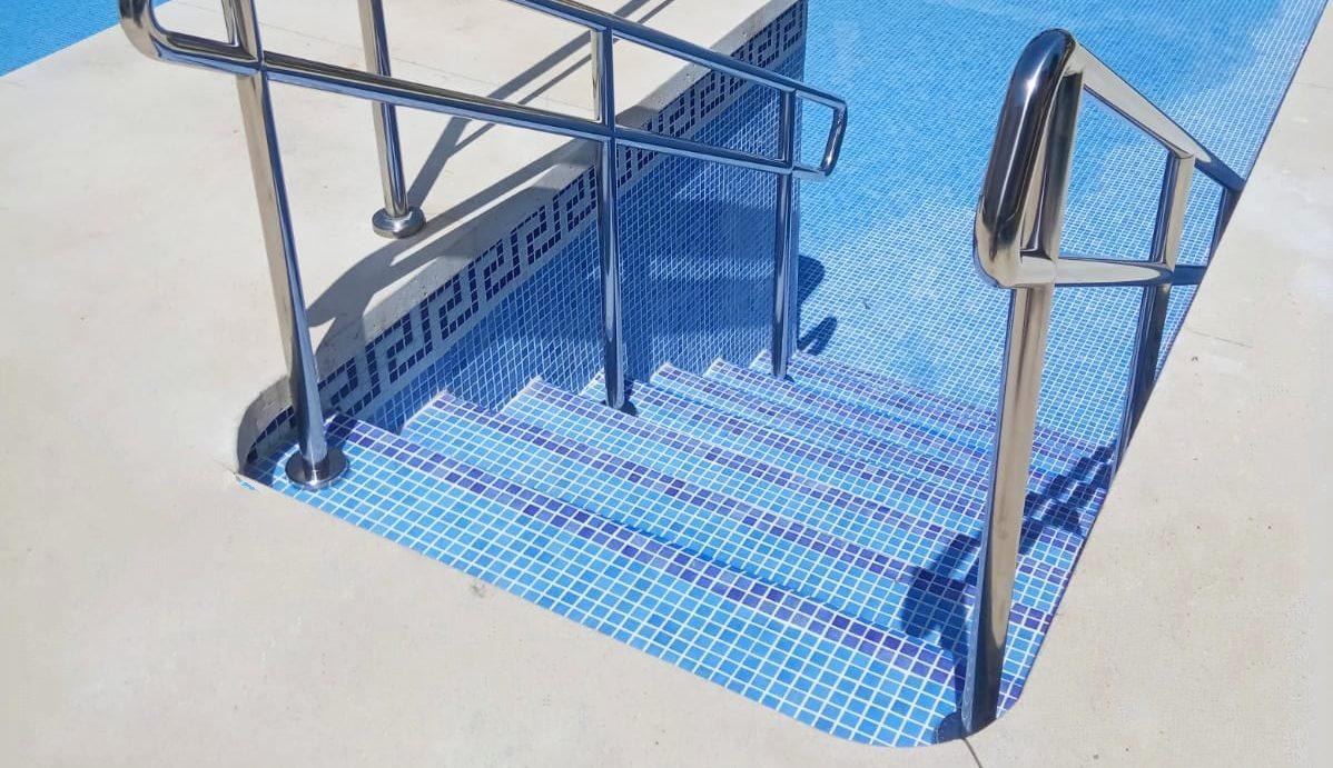 reforma de escalera en piscina
