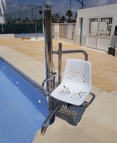 Instalación de silla elevadora para personas con limitaciones físicas